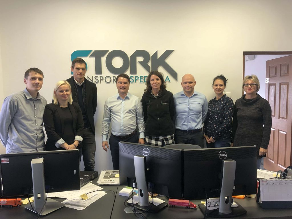 Zarząd oraz pracwnicy firmy STORK po podpisaniu umowy na wdrożenie systemu WinSped